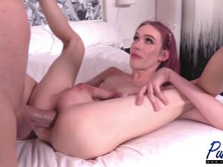 Sxy Escort Shemale Takes Gigant Dick