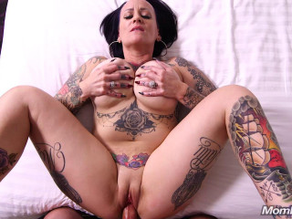 Richelle - Thick tattoo MILF does first porn (2018)