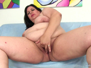 Lacy Bangs - Plumper Gets Herself Off