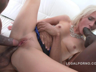 Beauty Babe Amanda Paris In Interracial Gangbang & double penetration