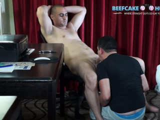 Beefcake Hunter Ron - Turkish cum bathroom