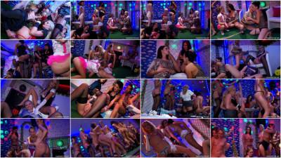 18 Eurobabe Lesbo Piss Party Part 3