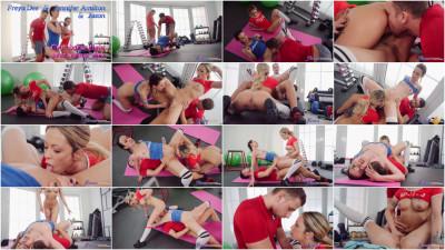 Freya Dee, Jennifer Amilton — Gym babes fight over trainer dick FullHD 1080p