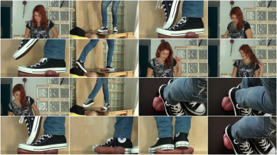 Cockboard Trampling In Well Used Converse Chucks By Lara Cuore