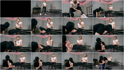 Lady Anette - Feet Swimming In Sweat