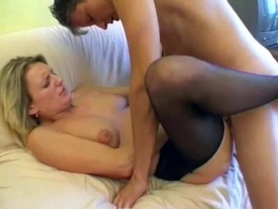 Download Blond bitch pleasuring