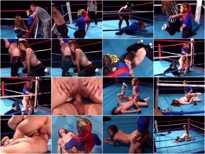 Gwen Summers Horny Wrestler Gives a Midget Head