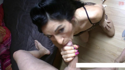 Mature slut sucks perfectly my penis