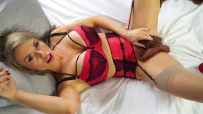 Misstiff secretary masturbates with nylons