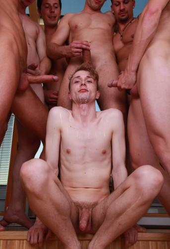 Roman, Boris, Dee, Mickey, Nick, Enzo And David Like Gay Bukkake