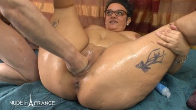 BBW mature heating up by masturbating and spreading massage oil before getting her ass fisted