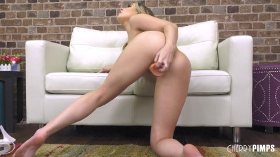 Anna Claire Clouds Treats You Right Making You Beg For More live
