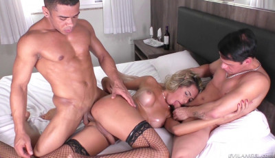 Deep Threesome Fcuk For Glamorous TS Blonde