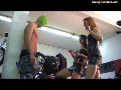 Young-femdom - The lazy Motorcycle Meachanic