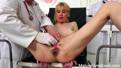 Description Valeria Blond Mature Gyno Exam