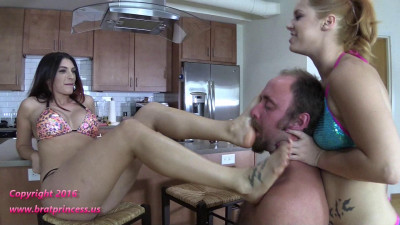 Bikini Brats Tease A Servant In Chastity Sc2