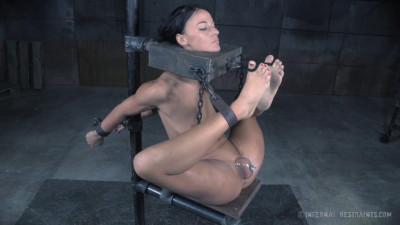 Description London River - Sexy Slave In Action