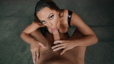 Description Abigail Mac - Being Squeezed(2019)