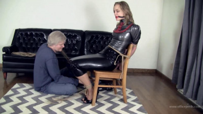 Mia Vallis : Latex and Ropes With Mr Big Boss