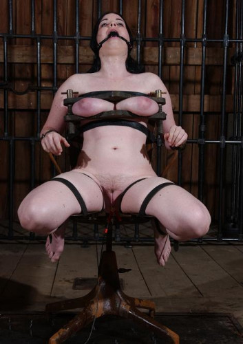 Cuntained Slave