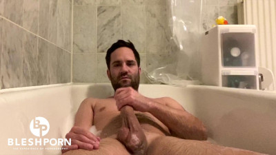 Description Bleshporn - Tim Blesh Jerk Off in Bath