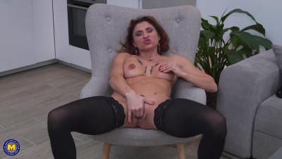 slim mature slut masturbates on sofa full hd