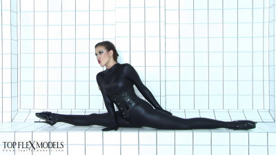 Fantastic contortion in zentai