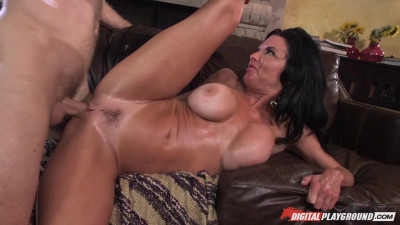 Veronica Avluv (Hot Cocoa)