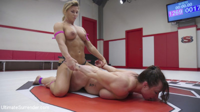 Beautiful muscle Goddesses battle in a sex fight