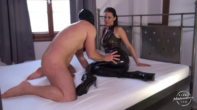 Mistress Susi - Latex Worship On The Bed