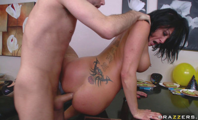 Hottie Gets Her Asshole Pumped By Big Dick