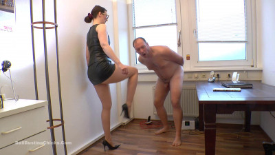 Description Ballbustingchicks - Victoria Valente - Good Old Punishment Methods