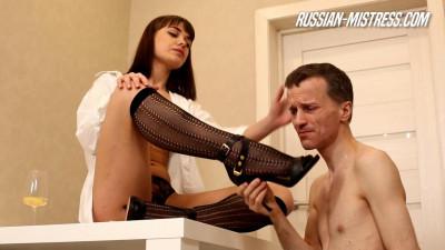 Russian-Mistress Lola B. Trampling