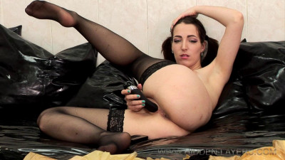 She doesnt want me to leave – Full HD 720p