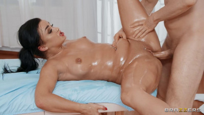 Daphne Klyde – Daphne Turns The Massage Table (2021)