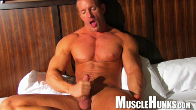 Description MuscleHunks - TJ Cummings - Intense Glory
