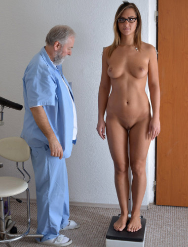 Description Naomi Bennet (24 years girl gyno exam)