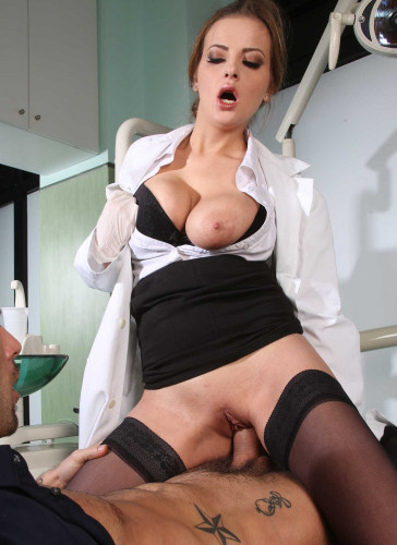 Hot Lady Doctor Guessed What The Patient Wants