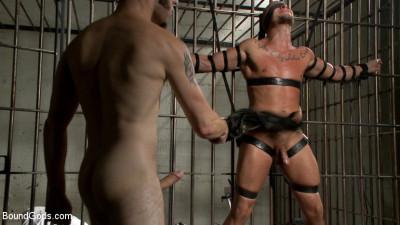 Arrogant Cop Tormented by His Prisoner