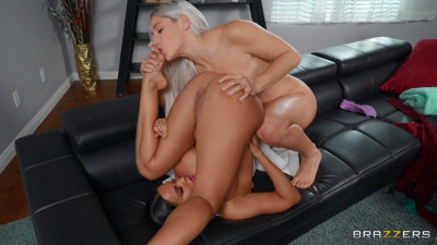 Description Face Sitting On The Sneaky Sitter - Abella Danger & Luna Star