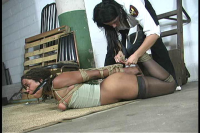Je C Corrupt security guard has the pretty girl in tears