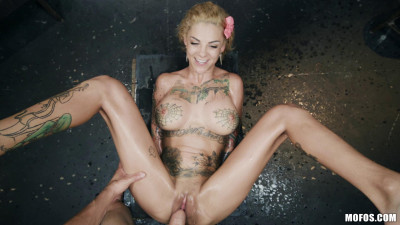 Description Bonnie Rotten - Bonnie Bonds With Her Neighbor
