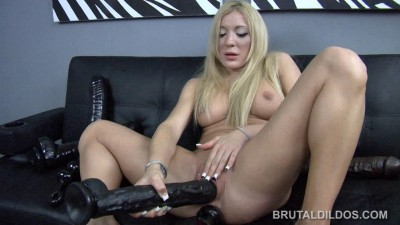 Description BrutalDildos Amy Brooke