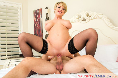 Dee Williams – Milf with big tits is better! (2017)