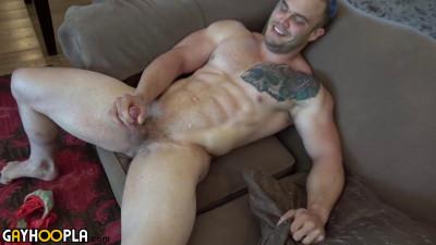 GayHoopla - Bodybuilder Buck Carter Jerks His Cock And Cums