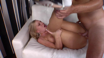 Britney Brooks comes to fuck