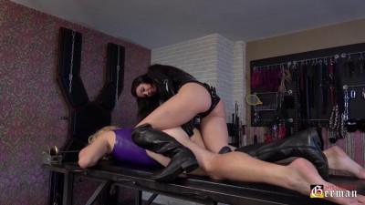 Mistress Susi Fucks Her Rubber Sissy Slut