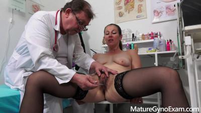 Valentina Ross Mature Gyno Exam