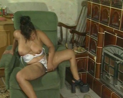 Stacked MILF toying