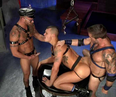 Muscle-bound studs in rough fuck